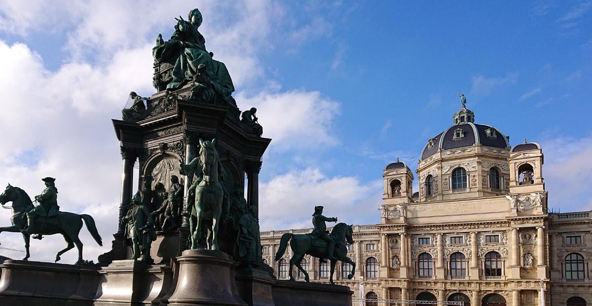 Spaziergang durch die Wiener Innenstadt - Maria-Theresia-Denkmal mit Kunsthistorischem Museum - www.wien-erleben.com