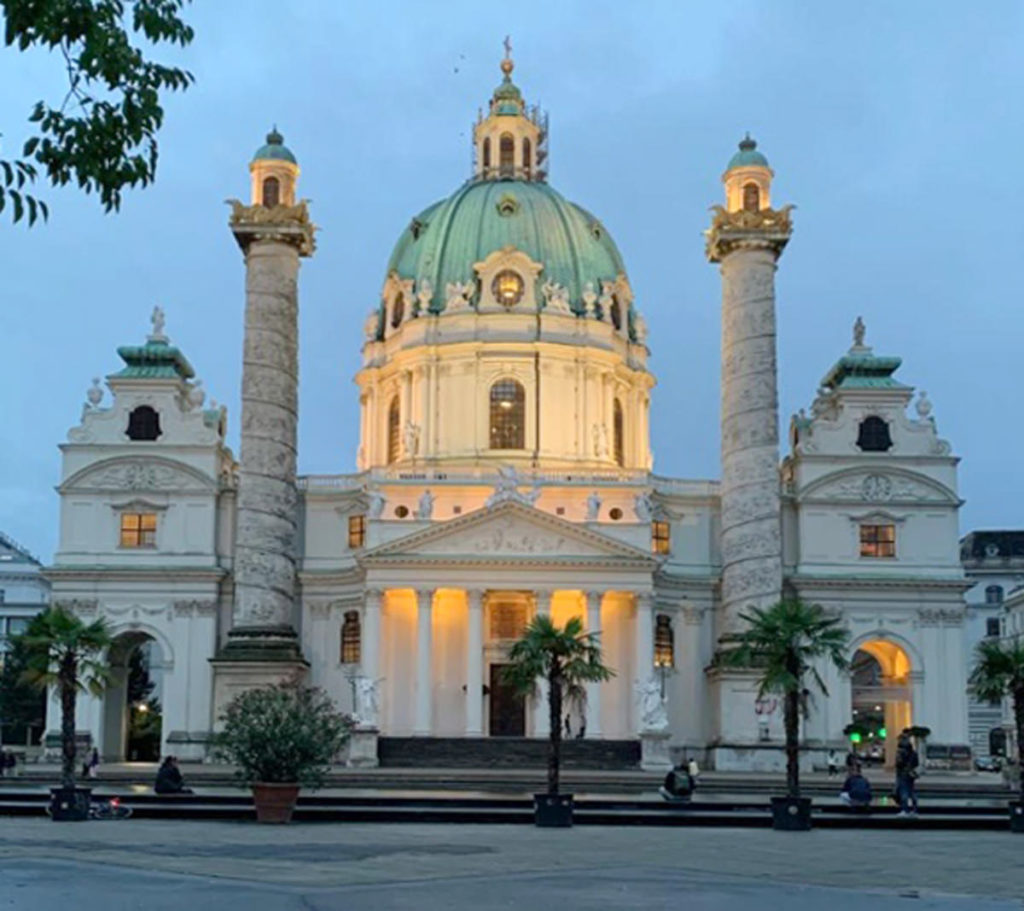Karlskirche am Karlsplatz in Wien - www.wien-erleben.com