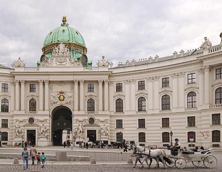 Beitrag über einen Spaziergang durch die Innenstadt, hier die Hofburg - www.wien-erleben.com