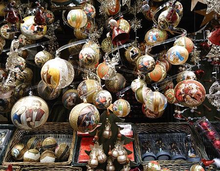 Beitrag über den Weihnachtsmarkt am Hof, Christbaumkugeln - www.wien-erleben.com
