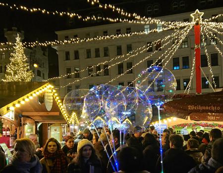 Beitrag über Weihnachstmakrt am Hof, Lichterglanz - www.wien-erleben.com