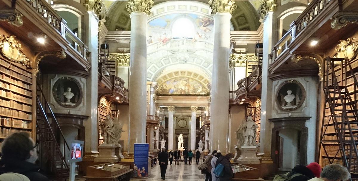 Prunksaal der Nationalbibliothek - eine barocke Pracht - www.wien-erleben.com