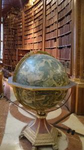 Historischer venezianischer Globus im Prunksaal der Nationalbibliothek - www.wien-erleben.com