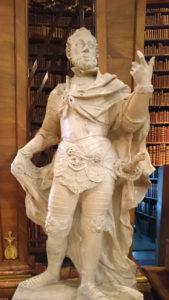 Statue im Prunksaal der Nationalbibliothek - www.wien-erleben.com