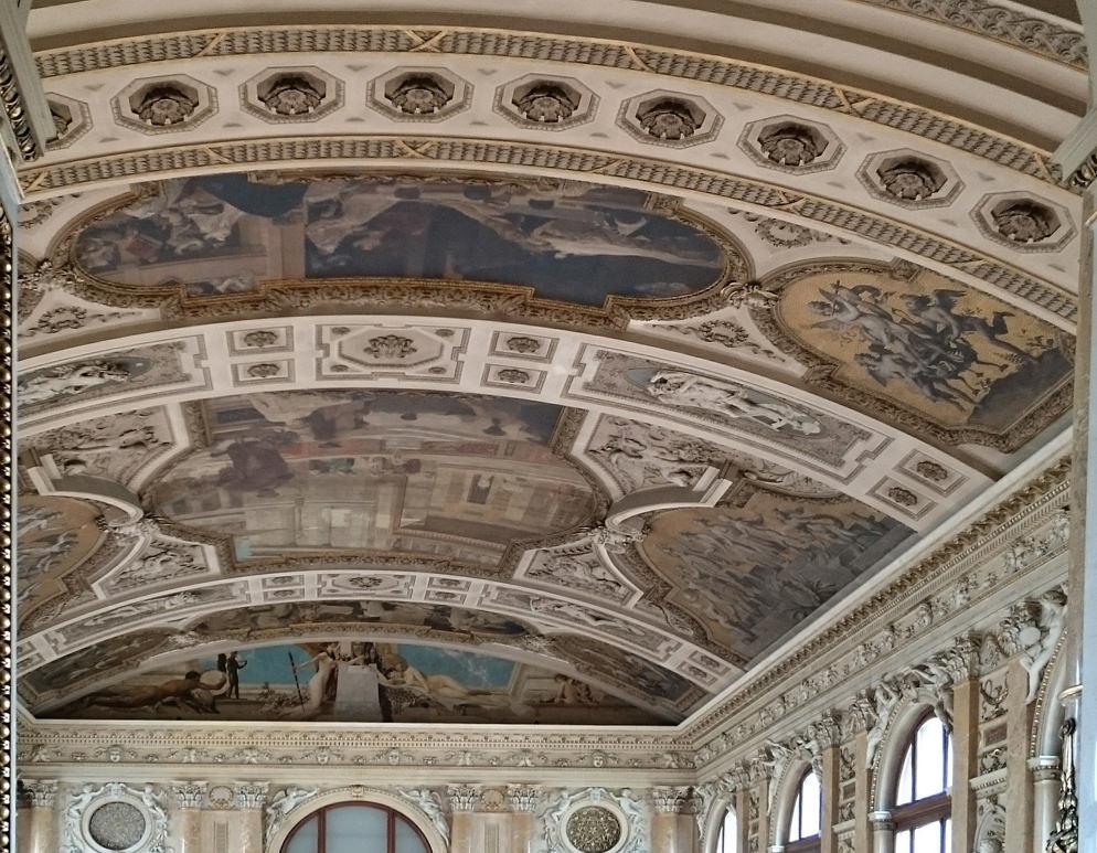Bericht über das Burgtheater Wien Decke einer Prachtstiege - www.wien-erleben.com