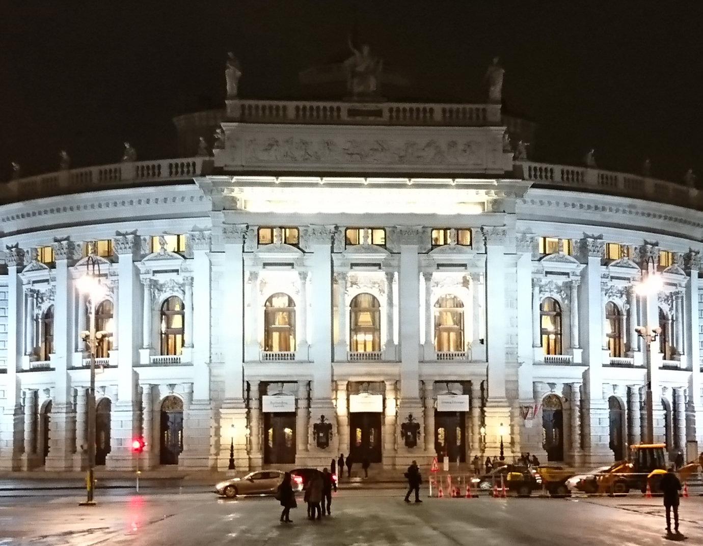 Bericht über das Burgtheater Wien Außenansicht bei Nacht - www.wien-erleben.com