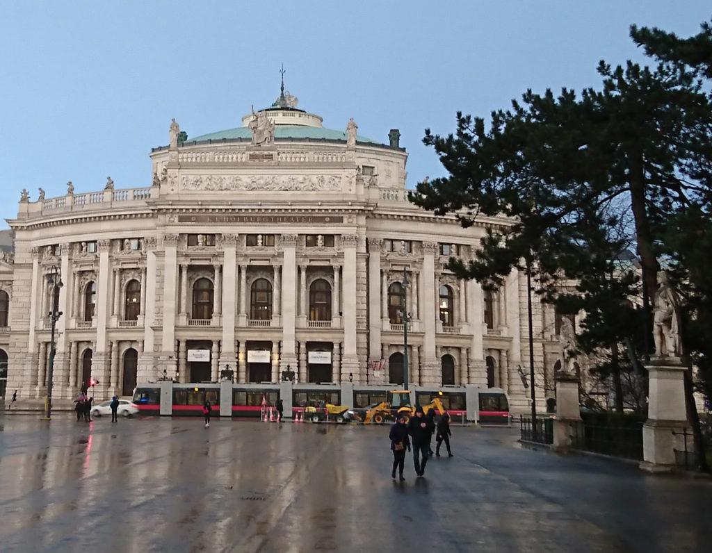 Bericht über das Burgtheater Wien Außenansicht - www.wien-erleben.com