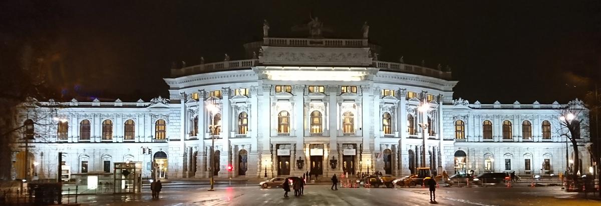 Burgtheater Wien Außenansicht bei Nacht - www.wien-erleben.com