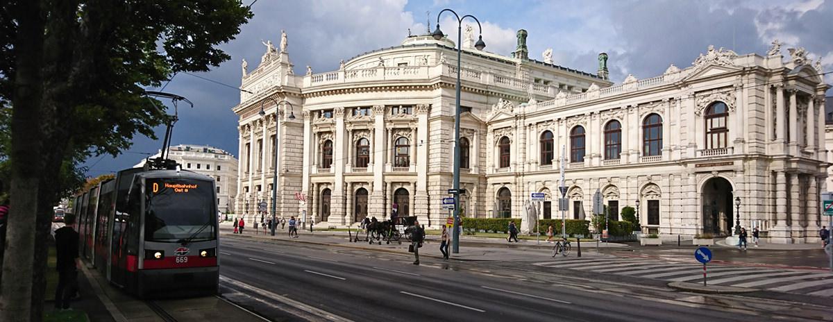 Burgtheater Wien - Außenansicht mit Bim - www.wien-erleben.com