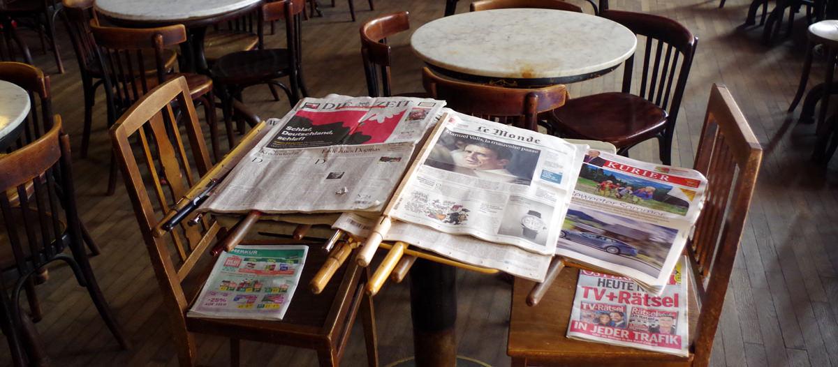 Zeitungen im Café Hawelka - www.wien-erleben.com