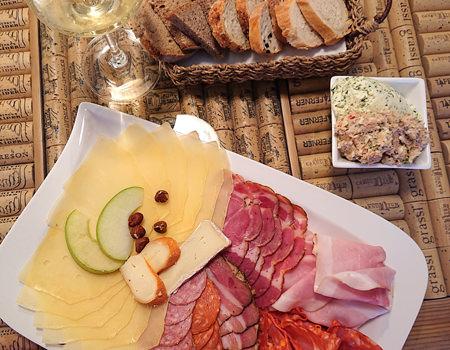 Beitrag W-Einkehr Vinothek - Fleischplatte mit Käse und Brot - www.wien-erleben.com