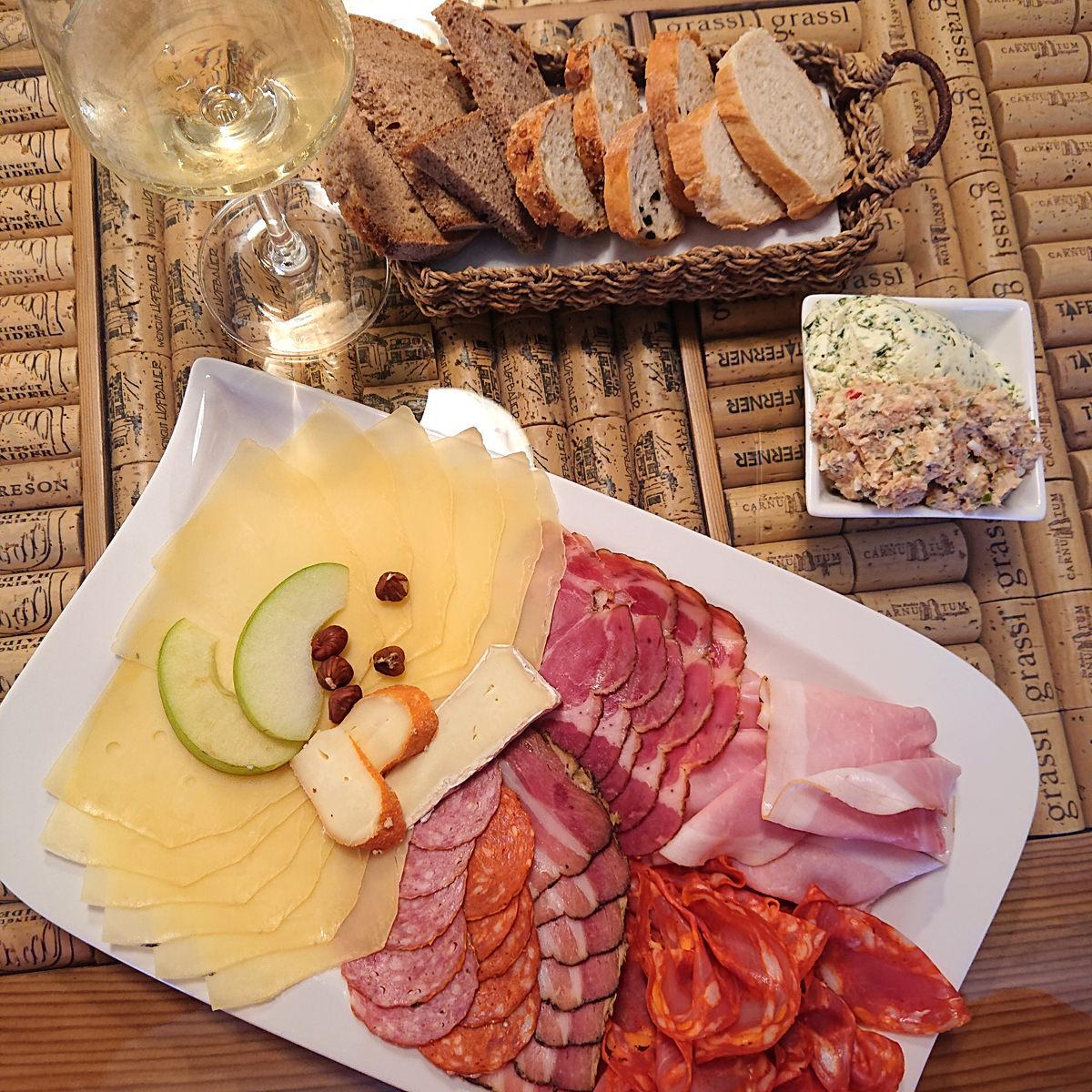 W-Einkehr Vinothek - hier gibt es eine ausgezeichnete Jause - www.wien-erleben.com