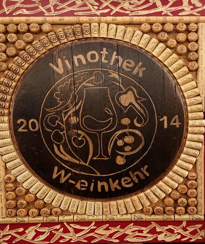 W-Einkehr Vinothek - Detail Kühlschrankverkleidung - www.wien-erleben.com