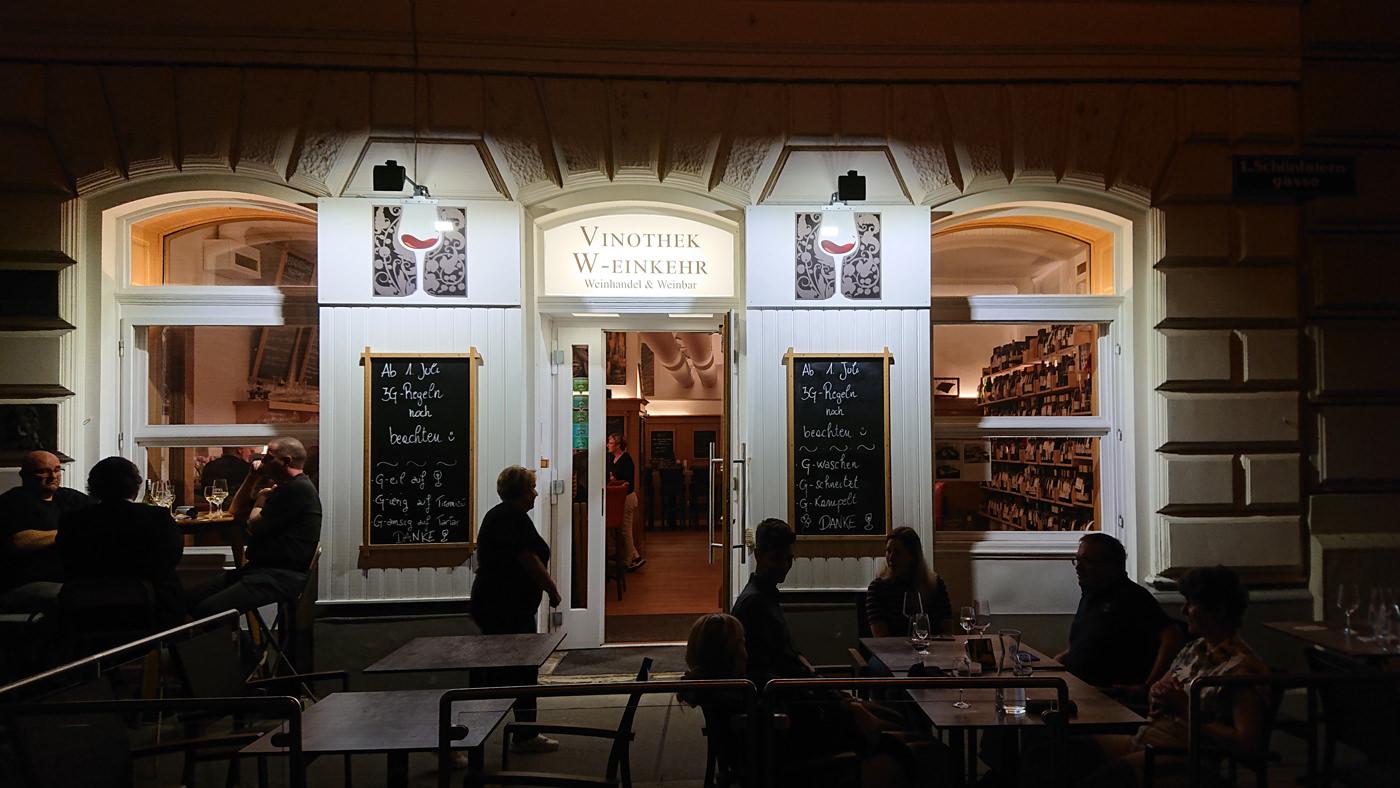 W-Einkehr Vinothek - die Weinbar mit Schanigarten - www.wien-erleben.com
